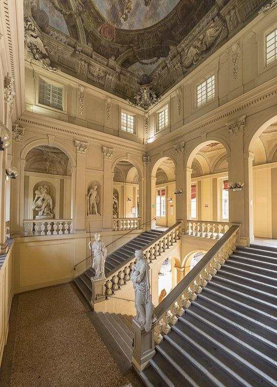 Interno di Palazzo Hercolani a Bologna